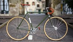 like the leather touches, nice green color, good earth tone accents. Just a cool looking fixy bike. Only fault is that it's a little too clean for me.