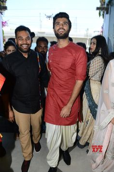 Catherine Tresa And Vijay Devarakonda Launches KLM Fashion Mall Kukatpally Gallery Set 1 - Social News XYZ