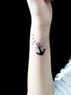 Der Anker kombiniert mit Schwalben, die ebenfalls zu den Tattoo-Klassikern gehören