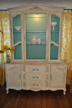 I love the interior color of this shabby chic hutch Shabby Chic Hutch, Muebles Shabby Chic, Vintage Shabby Chic, Chabby Chic, My Furniture, Shabby Chic Furniture, Painted Furniture, Furniture Refinishing, Distressed Furniture