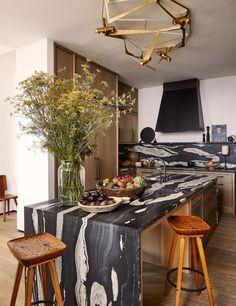 Kitchen Interior, Kitchen Design, Kitchen Decor, Warm Kitchen, Beautiful Home Designs, Beautiful Homes, Vincenzo De Cotiis, Architecture Restaurant, Cocinas Kitchen
