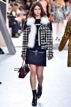 Coleção // Louis Vuitton, Paris, Inverno 2016 RTW // Foto 28 // Desfiles // FFW