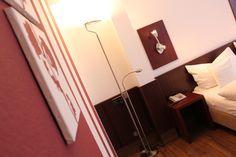 Einblick in unser Doppelzimmer im AKZENT Hotel Schildsheide in Erkrath. Storage, Furniture, Home Decor, Double Room, Purse Storage, Decoration Home, Room Decor, Larger, Home Furnishings