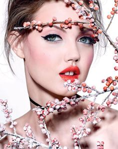Top model Lindsey Wixson is styled by Anya Ziourova in 'Bouquet of Flowers', beauty looks lensed by Richard Burbridge for Vogue Russia January Hair by Rutger; makeup by Peter Philips Richard Burbridge, Lindsey Wixson, Vogue Korea, Vogue Russia, Ayala Bar, Dior Makeup, Beauty Makeup, Women's Beauty, Beauty Shop