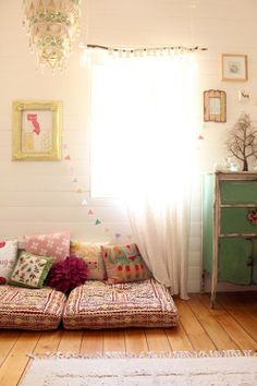 The Lovely Side: Living Room Inspiration for My Apartment
