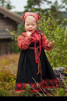 Norway - girl in national costume Kids Around The World, We Are The World, People Around The World, Costumes Around The World, Folk Clothing, Thinking Day, Culture, Folk Costume, Beautiful Children