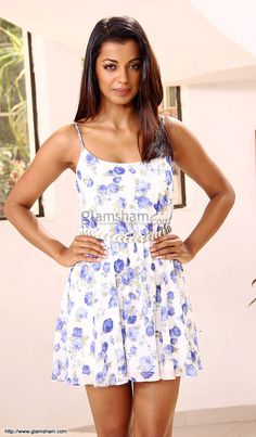Mugdha Godse In Short Frock at Bollywood Beauties In Hot Short Frocks picture gallery picture # 23 : glamsham.com