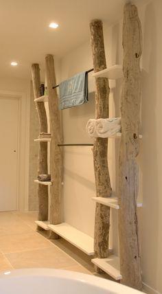 colgador de madera baño