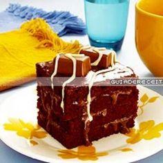 Receita de Bolo Bombom Gelado - 4 unidades de clara de ovo e gemas separadas, 2 xícaras (chá) de açúcar, 1 xícara (chá) de margarina, 3 xícaras (chá) de far...