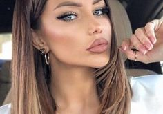 Cutest Face Framing Long Balayage Hairstyles for Women in 2020 Brown Hair With Highlights, Hair Color Highlights, Brown Hair Colors, Medium Short Hair, Medium Hair Styles, Best Push Up Bikini, Brown Hair Balayage, Face Framing, Shoulder Length Hair
