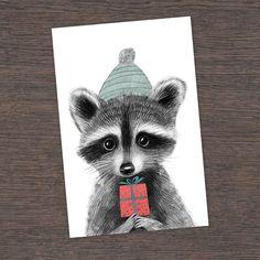 Открытка от Юлии Григорьевой с милым белым медвежонком.  Зимняя душевная открытка, от нее веет теплом и сказкой. Маленький милый енотик в теплой шапочке и с подарком в лапках.  Размер 10х15 см, печать на картоне 300 гр
