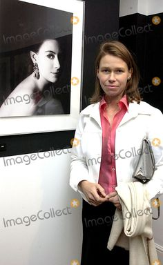 DAVE BENETT/ALPHA 049369 16.10.2002 LADY SARAH (ARMSTRONG-JONES) CHATTO NEXT TO HER FATHERS PORTRAIT OF HER MOTHER HRH PRINCESS MARGARET -LORD SNOWDON HELD HIS LATEST PHOTOGRAPHY EXHIBITION OF PORTRAITS AT HIS SON VISCOUT LINLEY'S SHOP IN PIMLICO.,IT WAS THE FIRST TIME THE FAMILY WAS SEEN IN THE SAME PLACE SINCE PRINCESS MARGARETS FUNERAL. PHOTO BY:DAVE BENETT/ALPHA/GLOBE PHOTOS, INC    2002 A12288