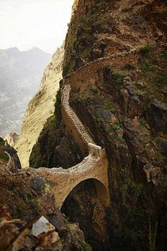 Shaharah Bridge and the surrounding area has to be one of the most stunning landscapes not only in Yemen but the entire Middle East
