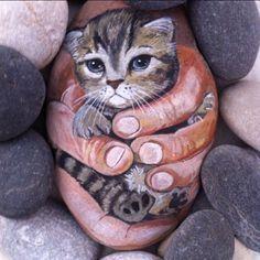"354 Likes, 25 Comments - Ayşegül Tolunay (@pietraizmir) on Instagram: ""Bir avuç güzellik#kedi #cat #minik yavru #sevimli #doğal #taş #boyama #stoneart #paintedrock…"""