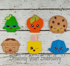 Your child can create their own adventures with this Shopkins Inspired Finger Puppet set.  This listing is for a set of 6 finger puppets:  1- Nail Polish 1- Cookie 1- Jello 1- Pear 1- Pumpkin 1- Apple Pie