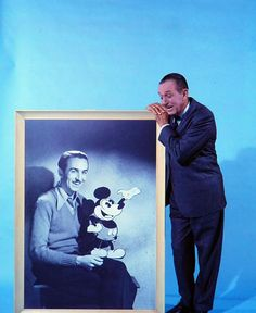 Walt Disney, portrait pose