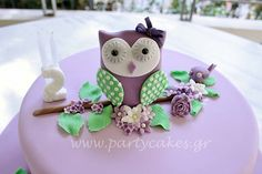 Owl cake to match the invitation the customer showed me. Matching cake pops and macaron.