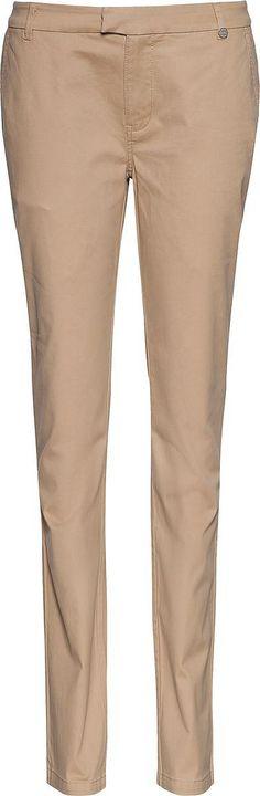 Klassische Tommy Hilfiger Chino Habbana Hose in hochwertiger Materialqualität und schmale Bein. Logostitching befindet sich an der Gürtelschlaufe.55% Baumwolle, 43% Modal, 2% Polyester...