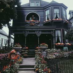 we love witch house Wednesday 🎃☠️ pic by Home Sweet Hell, The Dark Side, Goth Home Decor, Gypsy Decor, Cabin In The Woods, Second Empire, Witch House, Exterior, Gothic House