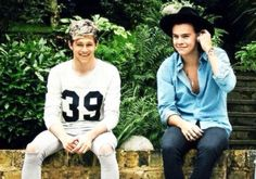 Niall Horan and Harry Styles :) Harry Styles, Harry Edward Styles, One Direction Pictures, I Love One Direction, Niall Horan, Zayn Malik, Beautiful Boys, Beautiful People, Niall E Harry