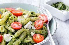 Receita de salada de macarrão integral ao pesto
