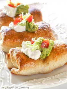 These Baked Chicken Chimichangasare a healthier twist on the old classic chimichanga. You won't even miss these Baked Chicken Chimichangas being fried because they get nice and crispy in this oven-fried version! Keep this recipe in your keeper file. the-girl-who-ate-everything.com