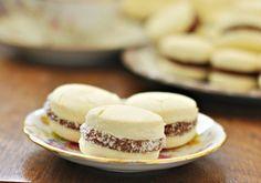 Alfajores-de-maicena-sin-gluten02 Gluten Free Cookies, Gluten Free Recipes, Foods With Gluten, Lactose Free, Cookie Desserts, Winter Food, Sweet Recipes, Sweet Treats, Bakery