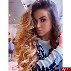 Her hair <333