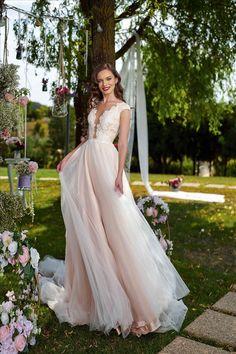 Rochia de mireasa-JAMEIA .Colectia THE GARDEN STORY by AMANDA DI VELLI-2020. Prom Dresses, Formal Dresses, Wedding Dresses, Amanda, Lace Wedding, Garden, Model, Collection, Fashion