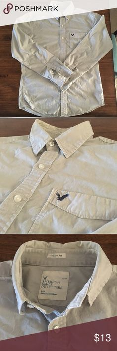 Sale American Eagle Athletic Fit Button Down Gray American Eagle size Small button down shirt runs a little bigger, feels like a Medium American Eagle Outfitters Shirts Casual Button Down Shirts