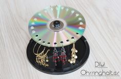 Upcycling Idee für alte CD´s: Ohrringhalter