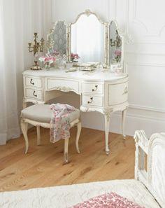 schminktisch in weiß und weiße wandfarbe - 25 kreative Schminktisch Ideen – Eleganz und Eigenartigkeit