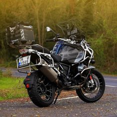 "7,467 mentions J'aime, 36 commentaires - BMW GS (@bmwgsfans) sur Instagram : ""BMW R1200GS Adventure - - : @umitmavi -Owner: @ozanas81 #makelifearide #bmw #r1200gs #bmwgram…"""