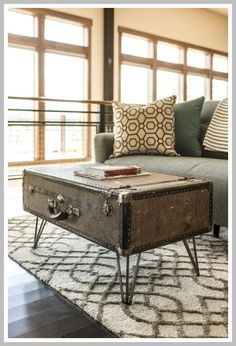 Home, furniture & diy coffee table chest living room sofa solid wood vi Furniture, Vintage Home Decor, Vintage Industrial Decor, Upcycled Furniture, Chairs Repurposed, Diy Home Decor, Creative Home Decor, Custom Coffee Table, Vintage Suitcase Table
