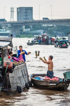4 Asian Markets to Explore in 2015 | Can Tho Floating Market