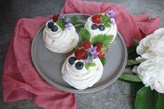 Mini Pavlova, Cake Business, Trifle, Tiramisu, Pudding, Desserts, Food, Pergola, Tailgate Desserts