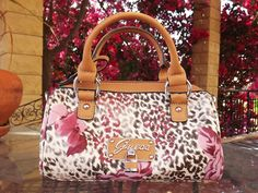 Mamá, me quedo aquí: PRESENTS  GUESS MINI BAG