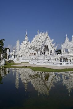 White Temple, Chiang Rai, Thailand - I didn't even know this existed the first time I went! I want to see it!