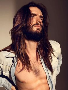 yes, i still like the look of long hair on a man...