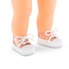 Smarte små sneakers fra Corolle der kan kombineres med mange af de fine sæt dukketøj fra Corolle. Dukkeskoene passer til Ma Corolle dukker i str. 36 cm. Fra 4 å