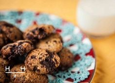 Hemsley and Hemsley healthy chocolate chip cookies Healthy Cookies, Healthy Dessert Recipes, Healthy Treats, Healthy Baking, Cookie Recipes, Healthy Food, Paleo Sweets, Healthy Dishes, Hemsley And Hemsley