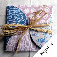 Carte de voeux bleu et rose, qui s'ouvre comme un cadeau, motifs fleurs et vaguess : Cartes par decodariane-market