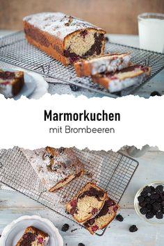 Ein zarter und aromatischer Marmorkuchen mit Haselnüssen im Teig und saftigen Brombeeren. In diesem Rezept findet ihr den klassischen Marmorkuchen mal etwas anders. Die saftig-sauren Brombeeren passen super zum vanille-schokoladen Geschmack der lockeren Marmorkuchens. Viel Spaß beim backen! #sallys #sallyswelt #sallysweltrezept #rezept #recipe #marmorkuchen #brombeeren #obstkuchen #fruchtkuchen #kastenform #kastenkuchen #schokolade #vanille #einfachbacken #klassiker #klassikermalanders #kakao Kakao, Desserts, Food, Vanilla, Marble Cake, Fruit Cakes, Just Bake, Blackberries, Chocolate