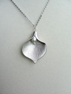 Beautiful design. I would wear this. Great Valentine's Day present for a girl! :D