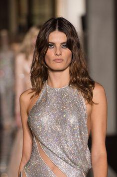 Isabeli Fontana Walks Versace Couture Spring 2015