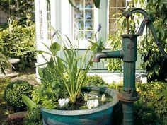 Eine Pause im Garten gefällig? Noch schöner ist sie am eigenen Hochteich mit Pumpbrunnen.