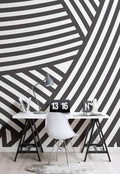 Bringt Tiefe und Dramatik in Ihren Raum mit dem Walmer Layered Schwarzweiss-Wandgemälde, ein mutiges Design, das es Ihnen erlaubt, eine Erklärung mit Ihrem Interieur zu machen, während stilvoll und gediegen zu bleiben. Das Schwarz-Weiß-geschichtete Design ermöglicht es Ihnen, mit Farbe und Textur zu experimentieren, um die Wandbild zu ergänzen, ein modernes Ambiente zu Ihrem Zimmer zu schaffen. #dazzlecamo #dazzledesign #interiordecor #wallpapermural #striped #geometric #monochrome…