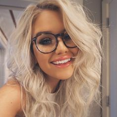 """Samantha ravndahl) """"hello! I'm Peyton! Call me Pey"""" I smile """"I'm 20 and single! My older brother is Lance. I'm obsessed with dogs and fish """"I giggle """"but yes come intro!!"""""""