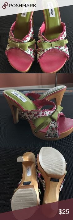 "Super Cute Steve Madden Platforms Size 7.5 Steve Madden Luckii Platforms. Size 7.5. Uppers a cute pink and green floral accented with pink lace and green suede bows. Very good condition with very minor wear. (Maybe worn once.) 4"" heels Steve Madden Shoes Platforms"