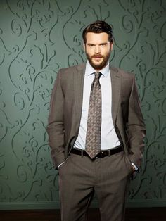 Charlie Weber shows us how to get away with being sexy - Entertainment Focus Charlie Weber, Pretty People, Beautiful People, Beard Suit, Beard Game, How To Get Away, Suit And Tie, Gorgeous Men, Mens Suits